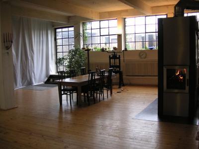 privatzimmer in historischem industrieloft k ln nordrhein westfalen. Black Bedroom Furniture Sets. Home Design Ideas